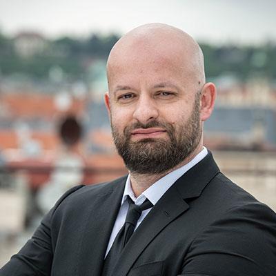 Peter  Tar